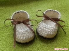 These crochet baby booties are a pretty and useful gift for baby shower. They are great for keeping cute little baby feet snug and warm! What needed for this project: Yarn in the color of your choice Crochet hook (size D, G, H, I) Scissors Ribbon Tapestry needle Hook Sizes for Ages Newborn to 12