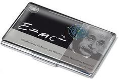 Μεταλλική θήκη για κάρτες, επιχρωμιωμένη με σχέδιο που χωράει περίπου 17 κάρτες!  Μοντέρνα και έξπυπνη θήκη, ώστε να έχετε τις επαγγελματικές κάρτες πάντα οργανωμένες.  Διαστάσεις: 58 * 95 * 8 mm Βάρος: 60 Gramm  Κωδ. CDC02-A045 Business Card Case, Business Cards, Book Stationery, Stationary, Chrome Plating, How To Introduce Yourself, Collection, Books, Knowledge