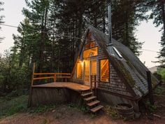 We'll happily shack up in this rustic, mountain getaway.