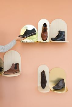 Product and furniture design - Interior architecture - Eshop Online Shoe Display, Display Design, Denim Display, Display Wall, Shoe Store Design, Shoe Shop, Visual Merchandising, Detail Architecture, Boutique Interior Design