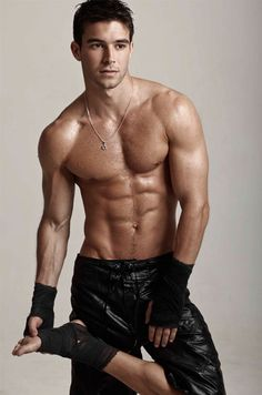 I just now found out that this guy has a name: Bernardo Velasco. And I would like to thank whatever deity created him. Bernardo Velasco, Chaning Tatum, Hommes Sexy, Raining Men, Shirtless Men, Attractive Men, Good Looking Men, Muscle Men, Male Beauty