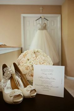 wedding photo ideas with bridal details