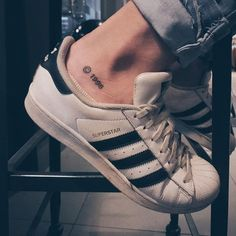 281 lượt thích, 15 bình luận – Matheus Fernandes ( tr… – My CMS M Tattoos, Body Art Tattoos, Tattoos For Guys, Cool Tattoos, Quote Tattoos, Ankle Tattoo Men, Ankle Tattoo Designs, Cool Small Tattoos, Little Tattoos