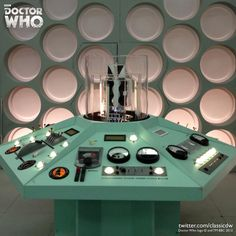 Reconstructed First Doctor TARDIS set on display at Comic Con Paris