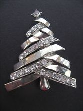 Vintage Chrome Zig-Zag Branches Christmas tree pin w/rhinestone settings Jewelry Christmas Tree, Jewelry Tree, Noel Christmas, Retro Christmas, Hippie Jewelry, Yoga Jewelry, Tribal Jewelry, Vintage Costume Jewelry, Vintage Jewelry