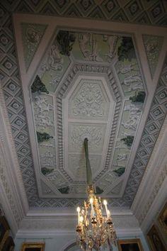Grand Palais - Intérieur - Pavlovsk - Rez de Chaussée - Plafond du Bureau Commun - Réalisé par Charles Cameron et retravaillé par Vincenzo Brenna puis par Andrei Voronikhin en 1803.