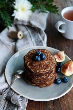 Pancakes au sarrasin {vegan - sans gluten} - Description :130 g de farine de sarrasin, 220 ml de lait de coco, 3 cuillères à soupe de sucre de canne...