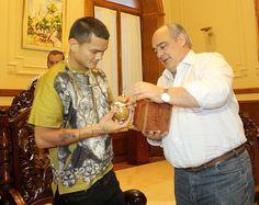 EL POPULAR BOXEADOR, EN CORRIENTES: El Gobernador recibió al Chino Maidana en Casa de Gobierno #VamosParaAdelante