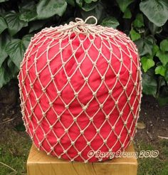 The Knotty Bear.: Net Making.  For sleeping bags  :)