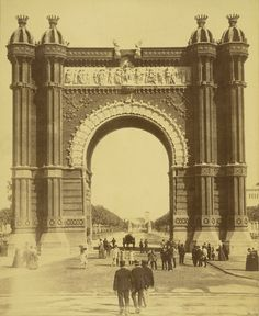 The Triumphal Arch for the Exposition of Barcelona Old Pictures, Old Photos, Barcelona Apartment, Barcelona City, World's Fair, Best Cities, Spain, Black And White, History