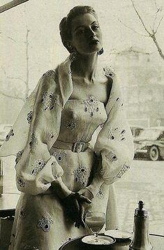 Capucine - 1953 Women's vintage fashion photography photo image old hollywood Pin Up, Vintage Vogue, Retro Vintage, Vintage Dresses, Vintage Outfits, Vintage Clothing, 1950s Dresses, Moda Retro, Retro Mode