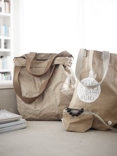 Shopping bag e trousse. Linee minimal.