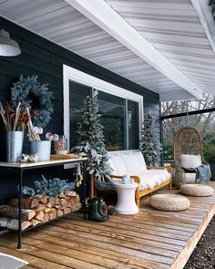 HOME TOUR - Our winter / christmas front porch - undecorated home Outdoor Spaces, Outdoor Living, Outdoor Decor, House Front Porch, Winter Porch, Mountain Living, Cozy Place, Black House, House Tours