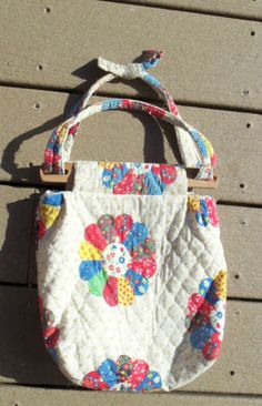 VTG-1970s-RETRO-PURSE-FABRIC-SHOULDER-BAG-PATCHWORK-QUILT-PATTERN-WOOD