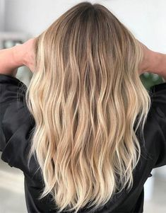 Balayage Hairstyle for those girls who want to change the hair look. Must try it… – Balayage Hair Styles Balyage Long Hair, Hair Color Balayage, Balayage Hairstyle, Blonde Balayage Long Hair, Blonde Hair Highlights, Baylage Blonde, Honey Blonde Hair, Ombre Hair Color, Blonde Long Hair Cuts