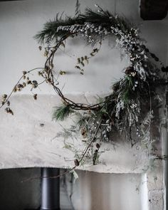 20 Scandinavian Christmas Wreaths With Natural Spirit Natural Christmas, Christmas Mood, Noel Christmas, All Things Christmas, Rustic Christmas, Christmas Wreaths, Christmas Crafts, Christmas Music, Minimalist Christmas