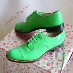 Men's BOLD Green Shoes Leather Captoe Oxfords size 9 .5 by GoodEye