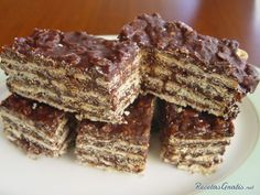 Chocolate Oatmeal Wafer Bars (Turron de Avena) My mum always made these when we were kids. It's a cheap and tasy desert which can be made a day in advance. Tortas Light, Easy Desserts, Dessert Recipes, Chocolate Oatmeal, Mini Cheesecakes, Sweet Recipes, Bakery, Sweet Treats, Food And Drink