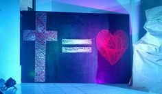 Cross = Love painel. Made with nails and strings.  Painel de Cruz = Amor. Feito com pregos e linhas.  Easter decoration.  Decoração para páscoa.
