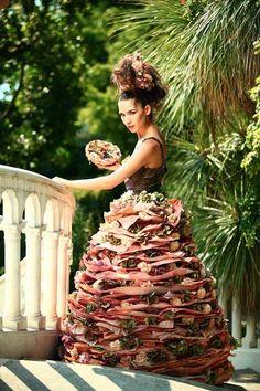 floral design by Natalia Zizko (Russia) Botanical Fashion, Floral Fashion, Fashion Art, Flower Hats, Flower Dresses, Flowers Nature, Real Flowers, Flower Headdress, Flower Show