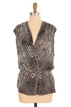 Jones New York Wood Grain Print Blouse Size XXL | ClosetDash #fashion #style #dresses