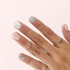 Lovely marble mani perfect for the weekend!! // Atrévete a darle un toque súper in y especial a tu mani!! #toystyle #mani #nails #nailpolish #5free #hand #touchofpink #lavenderdream #unicornwhisper #marble
