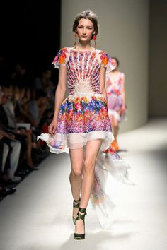 pretty nice 59f7f 3a2dc 14 Best Alberta Ferretti images | Fashion show, Spring ...