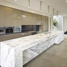 Magnificent Kitchen featuring our Statuario Venato marble. Designed by @belindaselway from Art By Design. #worksofnature #dreamkitchen #designbynature #kitchendesign #kitchenrenovation #marble #statuario