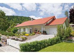 Kundenhaus Familie Aigner - Einfamilienhaus von OSTRAUER Baugesellschaft mbH | HausXXL #Massivhaus #Bungalow #Landhausstil #Satteldach