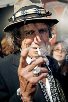 celebrities like keith richards wear stephen einhorn's skull ring