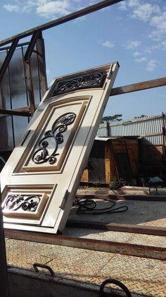House Main Gates Design, Door Gate Design, House Design, Metal Screen Doors, Iron Doors, Modern Wooden Doors, Welded Furniture, Grill Door Design, Smart Home Design