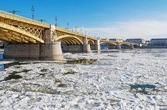 Ilyen volt a Duna jégzajlása fotósaink szemével – képgaléria | WeLoveBudapest.com Brooklyn Bridge, Budapest, Frozen, Louvre, Ice, Building, Photography, Travel, Fotografie