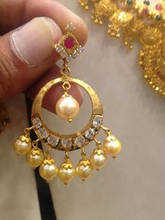 Gold Jhumka Earrings, Jewelry Design Earrings, Gold Earrings Designs, Gold Jewellery Design, Fashion Jewelry Necklaces, Beaded Jewelry, Jewelery, Gold Wedding Jewelry, Gold Jewelry Simple