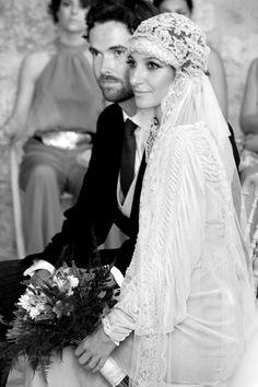 Hoy hablamos de la novia más buscada en la última semana. Desde que el blog de  Casilda se Casa  publicase fotos de nuestra novia más vint...