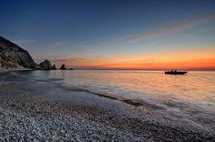 Die besondere geografische Lage der Riviera del Conero sorgt für ein einzigartiges, unglaubliches Schauspiel: Man kann sowohl den Sonnenaufgang als auch den Sonnenuntergang über dem Meer genießen.   Foto by Luca Galluzzi