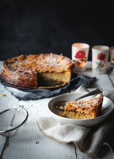 Gluten free puréed pear and almond crumble topped cake - dee-lightful! Pear Recipes, Baking Recipes, Sweet Recipes, Cookie Recipes, Dessert Recipes, Dessert Ricardo, Flourless Cake, Crumble Topping, Dairy Free Recipes