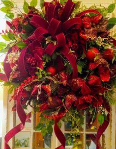 Pool Noodle Christmas Wreath, Christmas Ornament Wreath, Christmas Door Wreaths, Christmas Swags, Outdoor Christmas Decorations, Holiday Wreaths, Winter Wreaths, Christmas Ribbon, Christmas Flower Arrangements