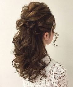 Wedding Hairstyles Half Up Half Down Soft Wedding Hair Half Up And Waves - Pinned onto Wedding HairstylesBoard in Hairstyles Category Down Curly Hairstyles, Up Hairdos, Wedding Hairstyles Half Up Half Down, Best Wedding Hairstyles, Prom Hairstyles, Curly Hair Half Up Half Down, Gorgeous Hairstyles, Trendy Hairstyles, Half Updo