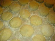 Gogosi pufoase preparare Muffin, Pudding, Breakfast, Desserts, Food, Morning Coffee, Tailgate Desserts, Deserts, Custard Pudding