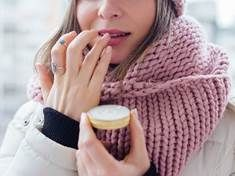 Chapped and dry lips are a painful nuisance, especially in Winter. Here are my top tips for dealing with chapped lips, from balms to lifestyle. Best Lip Balm, Diy Lip Balm, Rosebud Salve, Coconut Oil Beauty, Beeswax Lip Balm, Smooth Lips, How To Exfoliate Skin, Dry Lips, Tinted Moisturizer