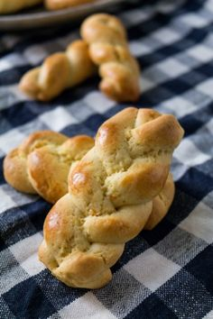 Greek Easter Cookies - Koulouria   Sweet Applepie blog