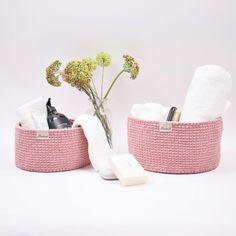 Ribbon Baskets with round leather base – Knit Stitch Patterns Crochet Mittens, Knit Or Crochet, Crochet Dolls, Hand Crochet, Free Crochet, Stitch Patterns, Knitting Patterns, Crochet Basket Pattern, Crochet Baskets