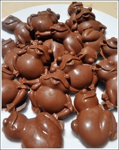 Harry Potter Party Chocolate frogs - Cute! Someone in the family needs to have a Harry Potter party!!