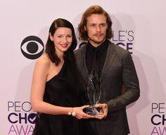 Caitriona Balfe & Sam Heughan at People's Choice Awards 2015 via farfarawaysite.com
