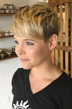New Hair Cuts For Round Faces Color Pixie Hairstyles 61 Ideas Short Choppy Hair, Short Straight Hair, Short Pixie Haircuts, Pixie Hairstyles, Short Hair Cuts, Cool Hairstyles, Hairstyles Videos, Hairdos, Teenage Hairstyles