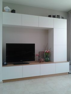 Ikea hack Besta - We made a customized entertainment wall unit with Ikea Besta and painted plywood - Houses interior designs Ikea Entertainment Units, Home Entertainment Centers, Entertainment Products, Ikea Hack Besta, Ikea Hacks, Appartement Design, Ikea Living Room, Tv Unit Design, Ikea Cabinets