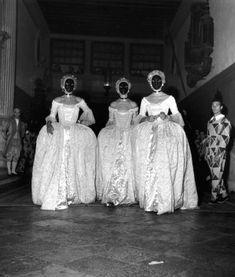 * Bal Masqué Beistegui 1951  Venise princessse Cora Caetani, princesse Tatiana Colonna, vicomtesse de Ribes photo Doisneau