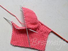 Babysokjes breien - Uitgebreide update buurmeisje.nl Babysokjes breien foto 8 Baby Boots, Happy Baby, Crochet Bikini, Sewing Projects, Blanket, Knitting, Tricot, Long Scarf, Kunst
