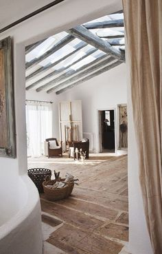 Rustic house with raw wood roof window beam apparent interior design decoration rustic modern charm old warm lovely place Source by mohanitacrea Maison Earthship, Earthship Home, Skylight Window, Roof Window, Log Home Interiors, Rustic Interiors, Luz Natural, Western Decor, Rustic Design