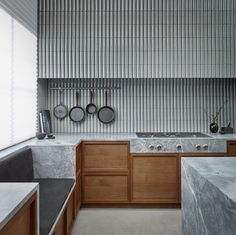 minimal kitchen An interesting way to design with the Heritage collection Minimal Kitchen Design, Interior Design Kitchen, Interior Decorating, Interior Exterior, Interior Architecture, Kitchen Dining, Kitchen Decor, Zen Kitchen, Natural Kitchen